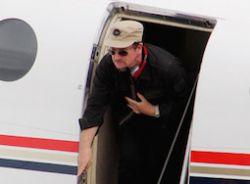 У самолета Боно в полете отвалилась дверь