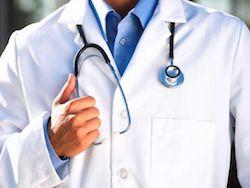 Попавшие под сокращение медики получат по 200-500 тысяч