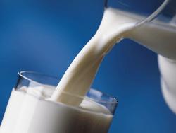 Шведские учёные назвали молоко опасным продуктом
