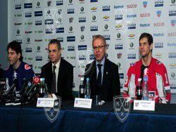 В КХЛ пресс-конференции будут только на русском языке
