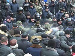 При штурме здания Винницкого облсовета пострадали милиционеры