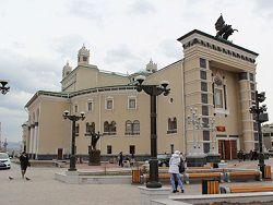 Бурятский оперный театр отметил юбилей массовой дракой