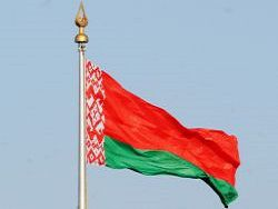 При звуках гимна белорусов заставили смотреть на флаг